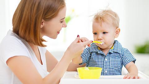 อาหารเด็กทารก 6 เดือนควรเป็นอะไร-ลูกน้อย 6 เดือนทานอะไรได้บ้าง