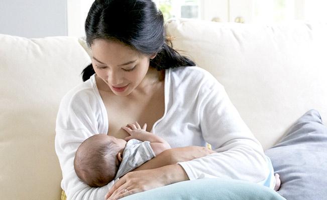ประโยชน์ของนมแม่มีอะไรบ้าง-เด็กกินนมแม่เป็นประจำช่วยกระตุ้นพัฒนาการอย่างไร