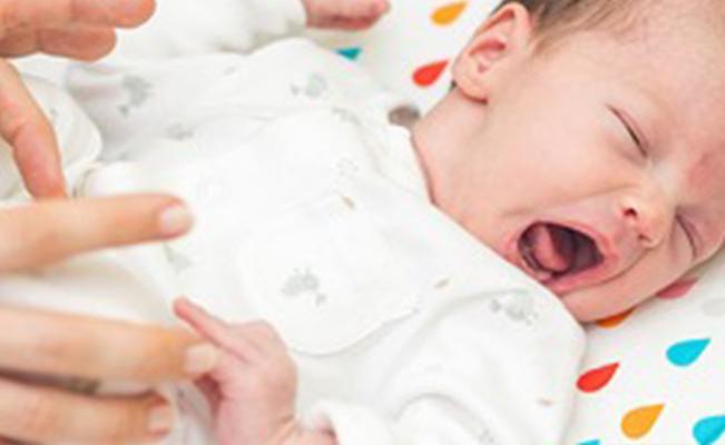 ความเชื่อไทยกับวิธีช่วยบรรเทาอาการท้องอืดในทารก